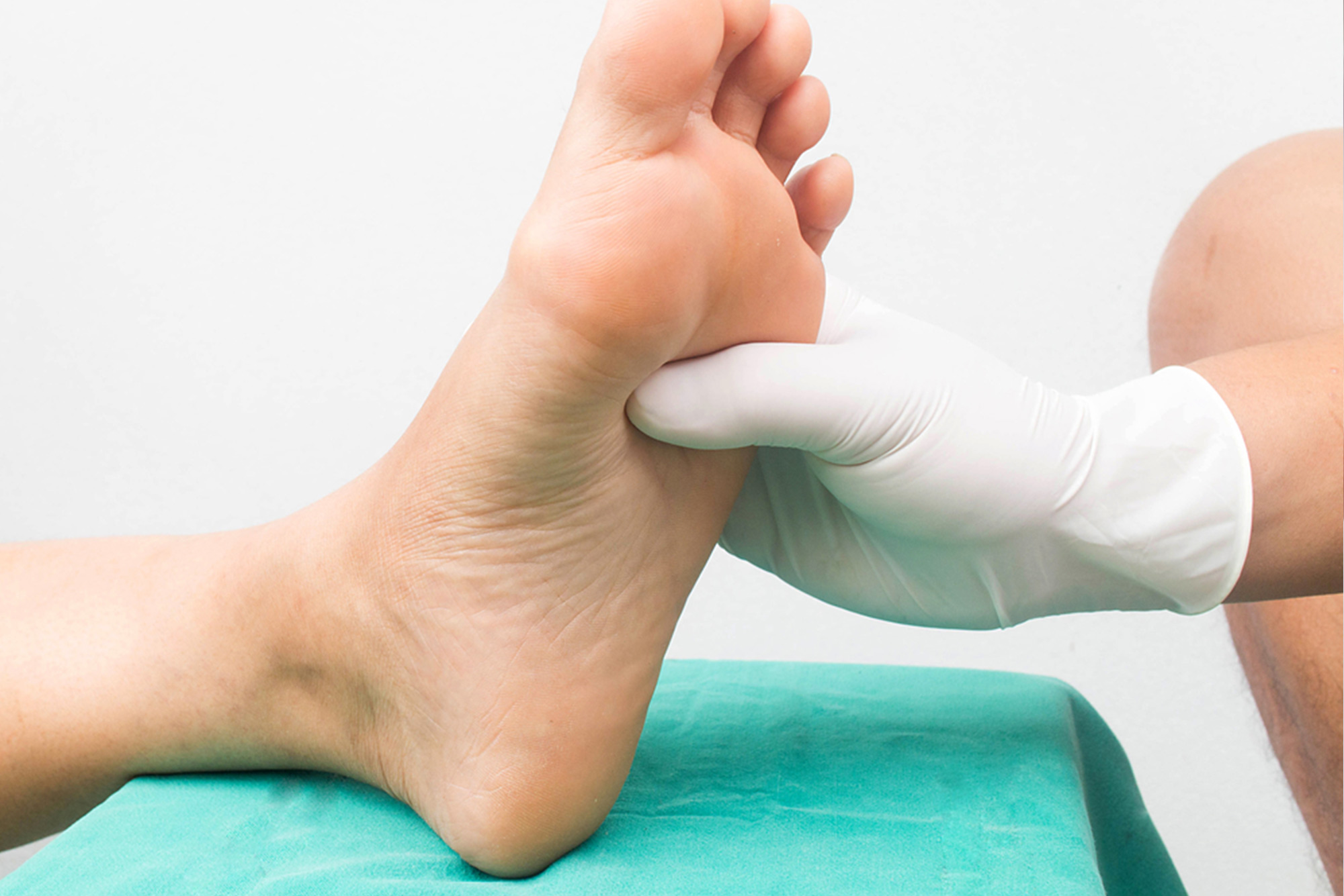 http://dubaipodiatry.com/wp-content/uploads/2017/01/diabetic_feet.jpg